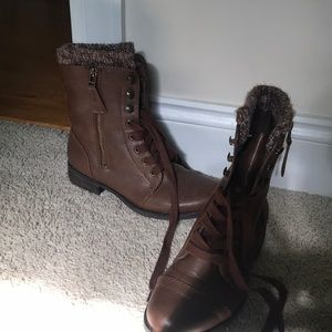 Combat boots (lightly worn)